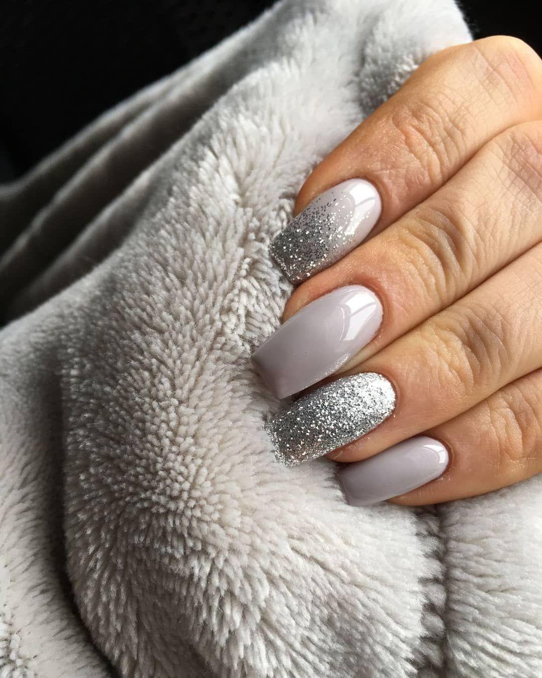 Gorgeous grey and glitter nail art design #greynail #glitternail