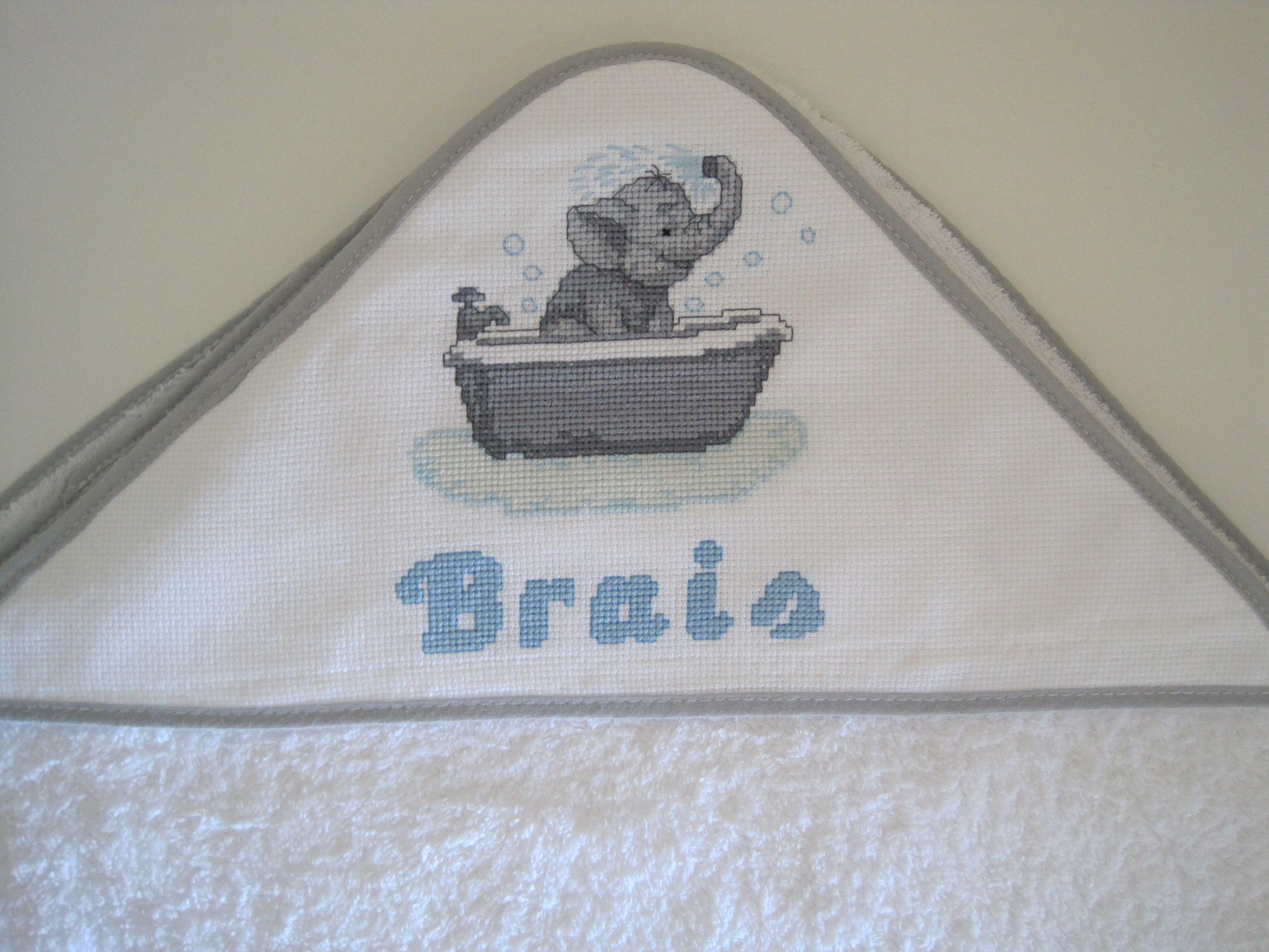 Dise/ño osito en ba/ñera Gris Toalla de bebe con capucha BORDADA con nombre