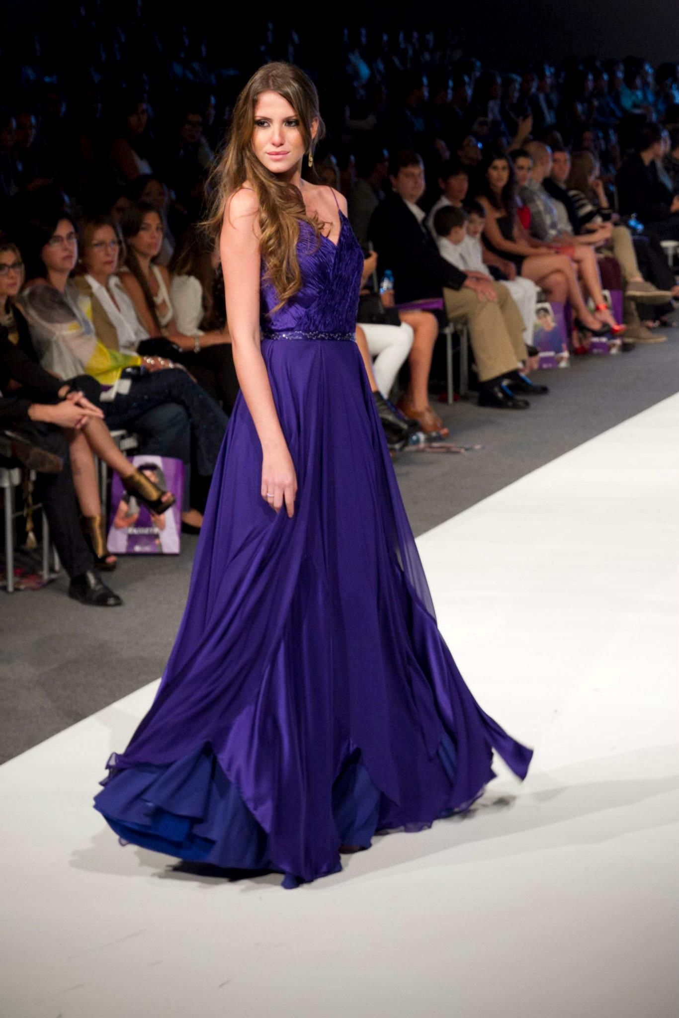 548b336cb vestido Norka Peralta