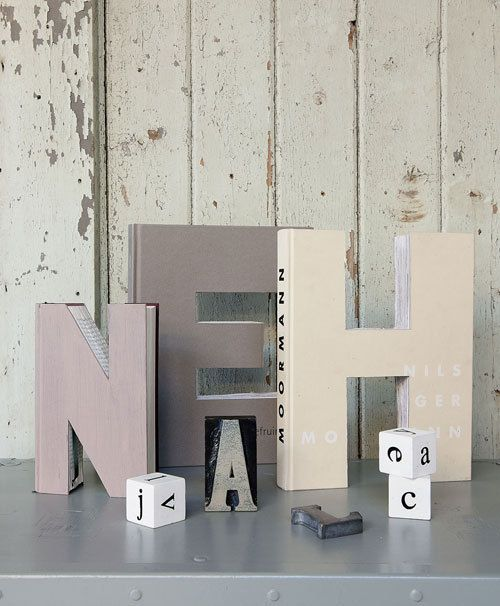 vtwonen DIY letters out of books