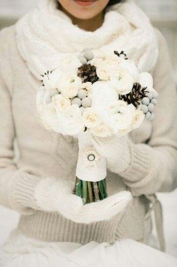 Bouquet Sposa Invernale.Matrimonio In Inverno Sposa Con Maglione Di Lana A Coste