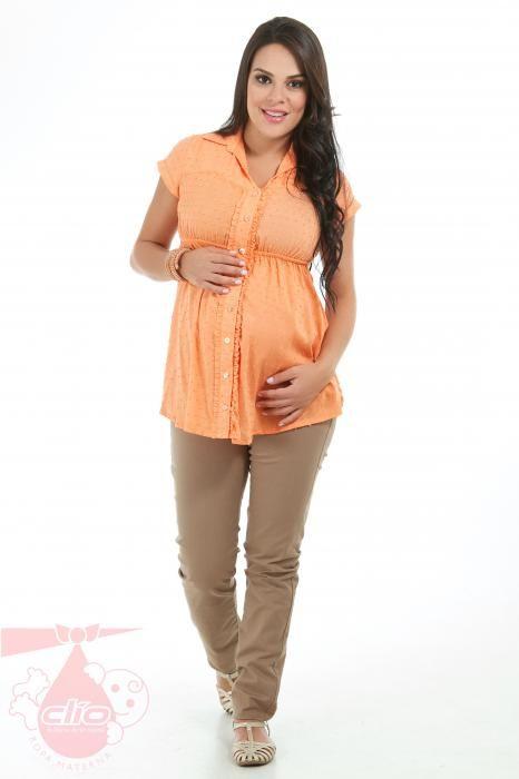 af88d2c19  Ropa  materna para  oficina. Pantalón con sistema de fajón y elástico.  Camisa para el  embarazo que puedes usar en ocasiones formales.