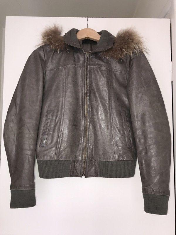 #veste #bomber #cuir #Oakwood  oakwood ! Taille 40 / 12 / L  à seulement 85.00 €. Par ici : http://www.vinted.fr/mode-femmes/bombers/29338569-veste-bomber-cuir-oakwood.