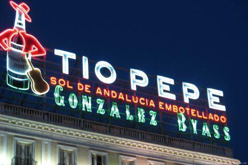 «Un #logo con tilde, por favor»  http://gramaticaparacarmencita.com/2015/04/22/un-logo-con-tilde-por-favor/comment-page-1/#comment-421