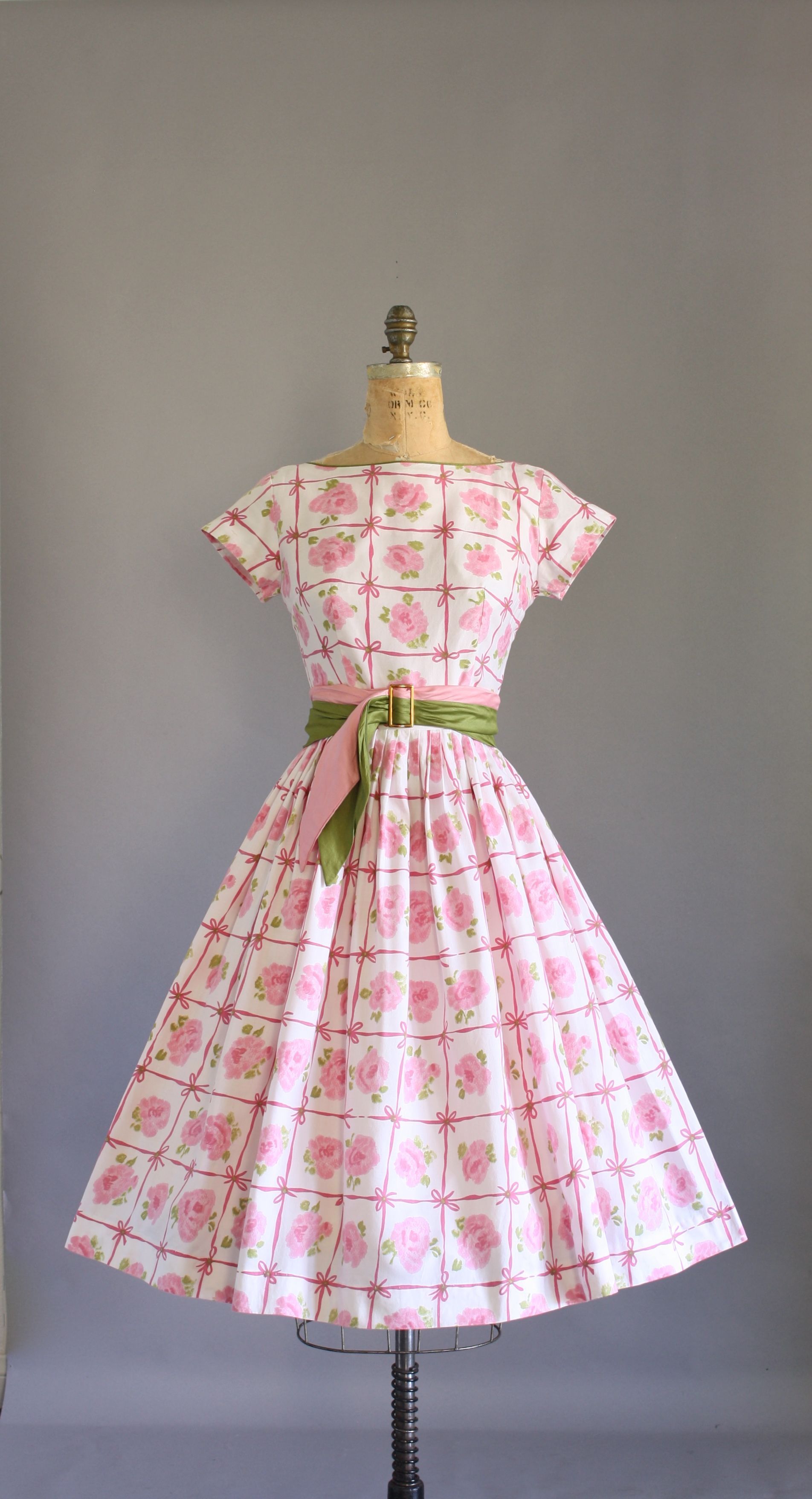 Size medium. #vintage #vintagedress #1950s #1950sdress #50s ...