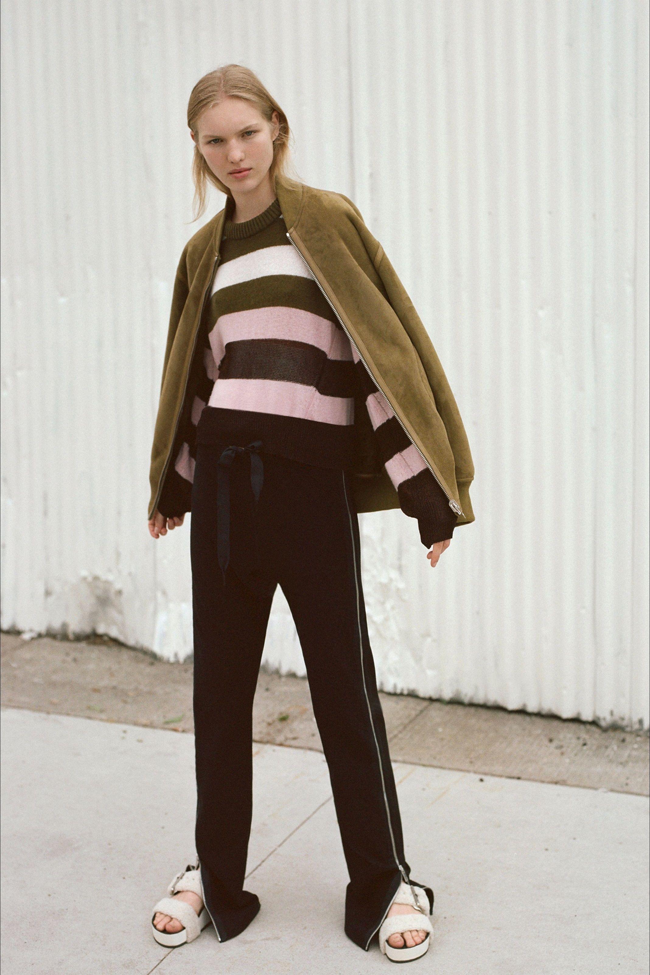 Guarda la sfilata di moda Rag & Bone a New York e scopri la collezione di abiti e accessori per la stagione Pre-collezioni Primavera Estate 2018.