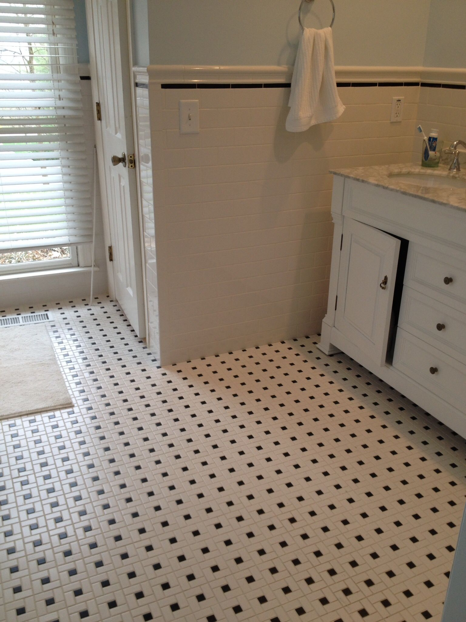 3 X 6 Ceramic Wall Tile With White And Black Pinwheel Mosaic Floor