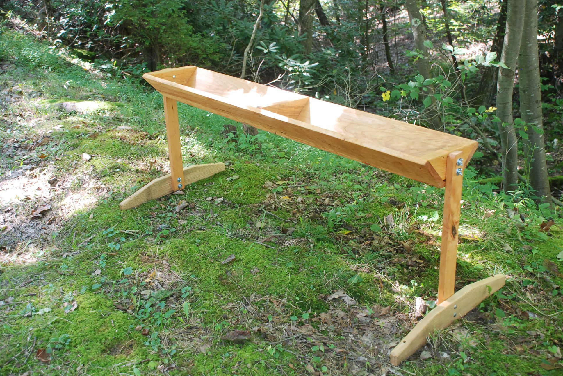Free Standing Magnum Deer Feeder holds nearly 50 pounds of ...