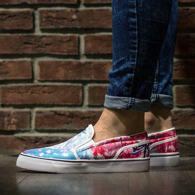 Casual sneakers · NIKE WMNS TOKI SLIP ON CHERRY BLOSSOM WHITE 820223 141