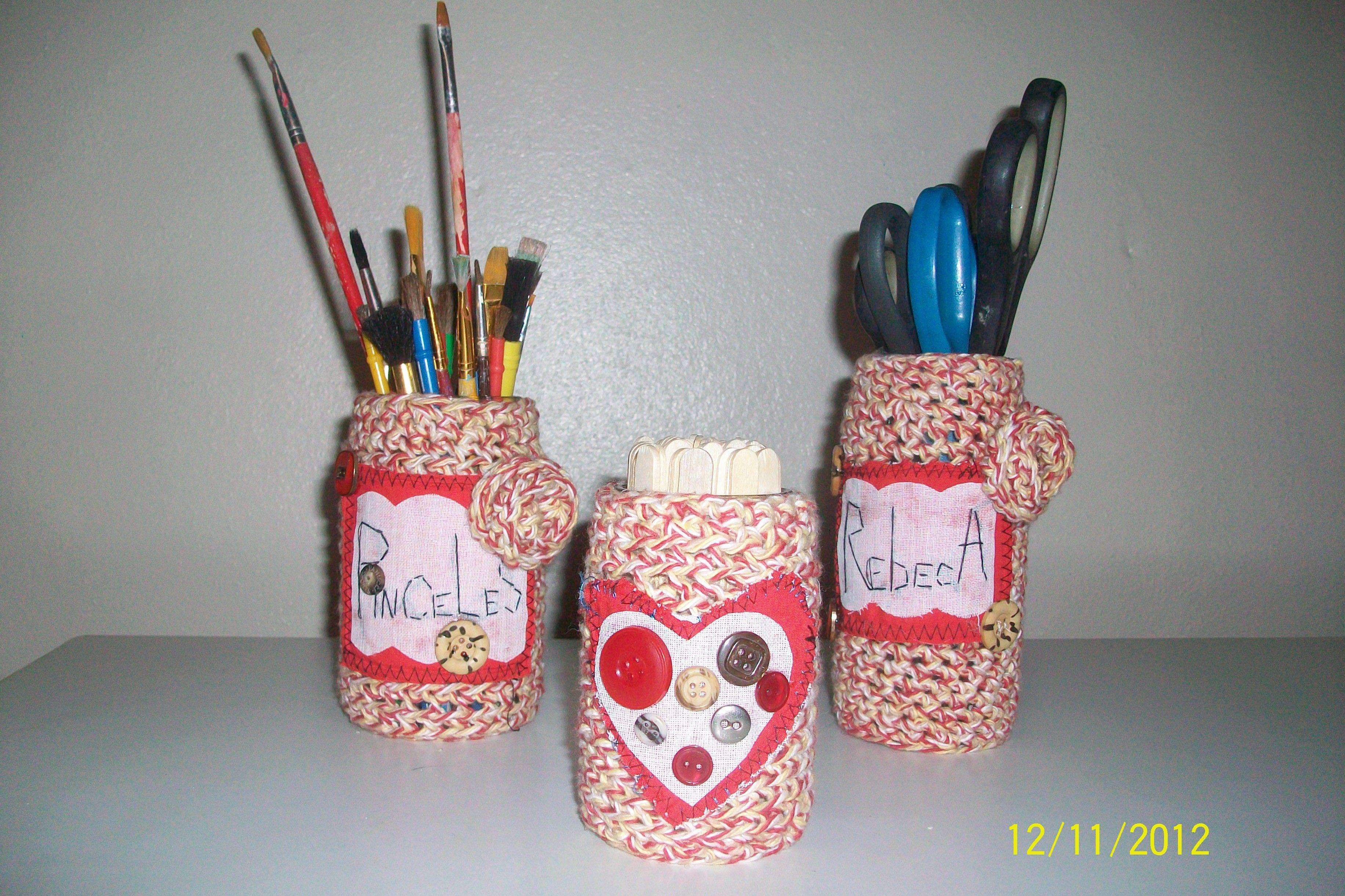 Botellas forradas en crochet, para las cositas de mi hermana, reciclando....