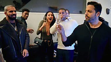 Magician stuns Drake, Chappelle