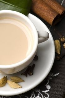 CHAI MÁSALA Směs koření k přípravě indických čajů s výraznou zázvorovou příchutí. Lze také použít k přípravě studených osvěžujících nápojů. Obsahuje ...