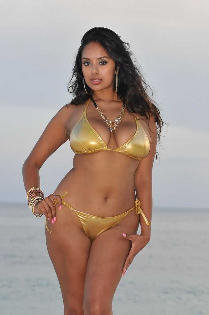 indian girl bikini