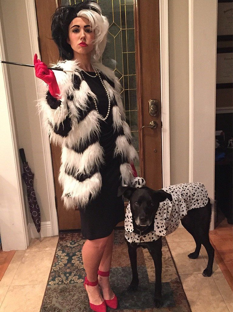 cruella de vil note the pup 39 s cute costume. Black Bedroom Furniture Sets. Home Design Ideas