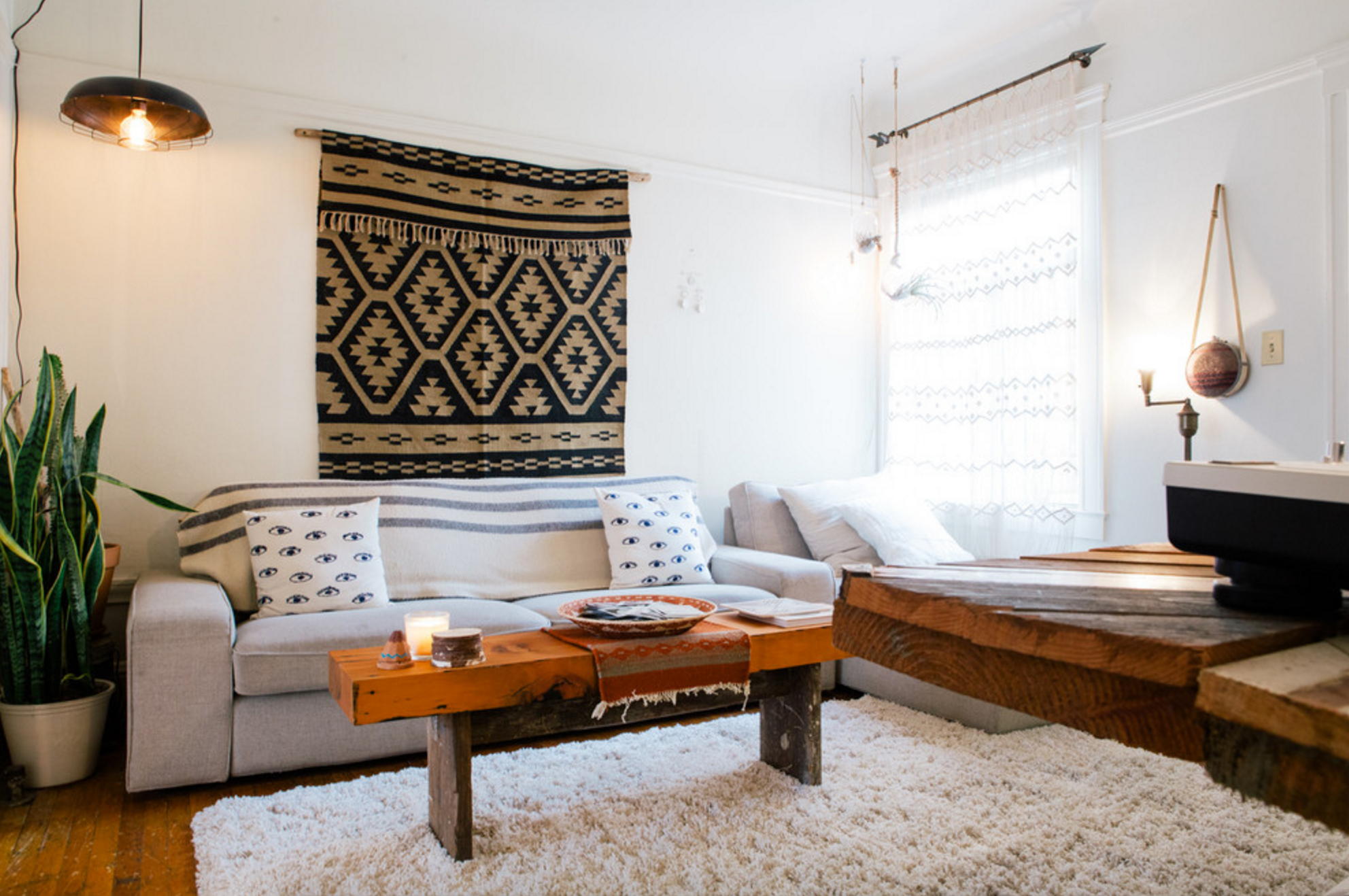 8 Wall Decorating Ideas for Apartment Dwellers | Modern apartment ...