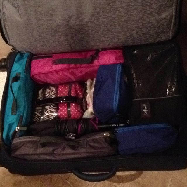 This is how you pack a neatly organized suitcase for any ...