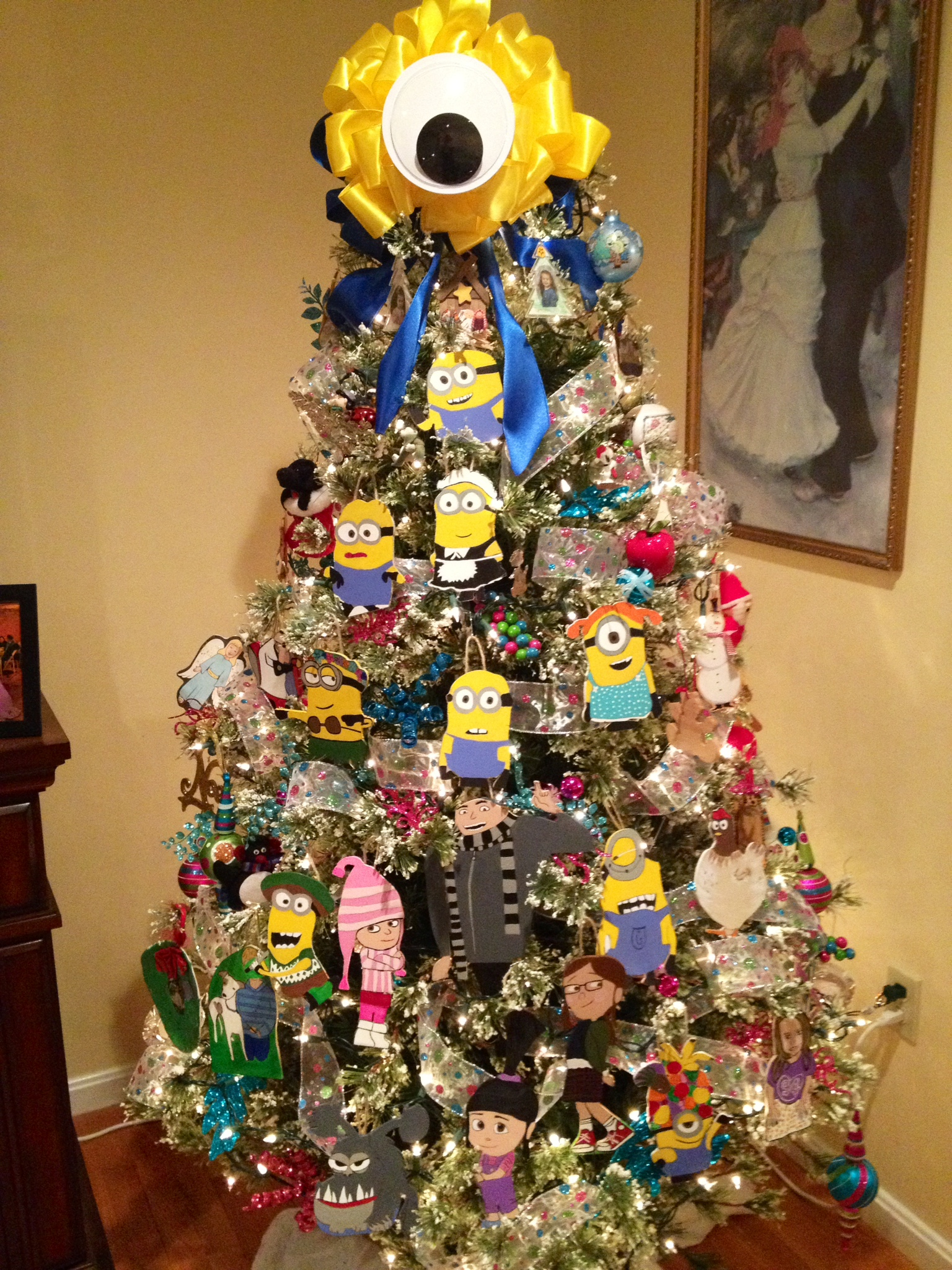 minion christmas tree complete with gru his daughters and kyle his dog