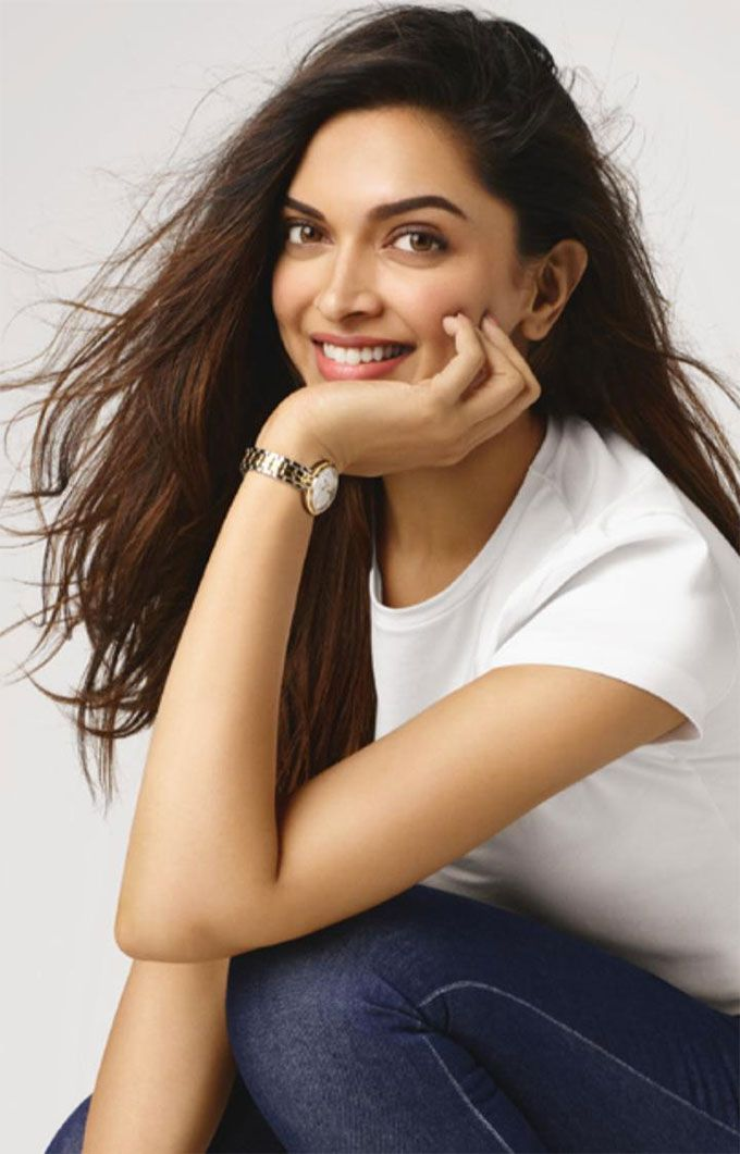 Deepika Padukone Makes Jeans A White T Shirt Look This Good Deepika Padukone Style Deepika Padukone Hot Dipika Padukone