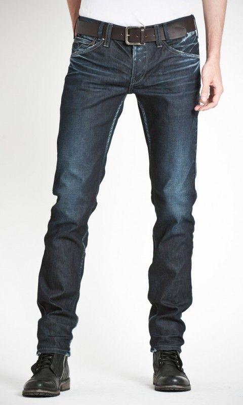 8254fbdecd1 Jeans de tiro normal y pierna estrecha. Desteñido en los cinco bolsillos y  cierre de botones. Colección 73.