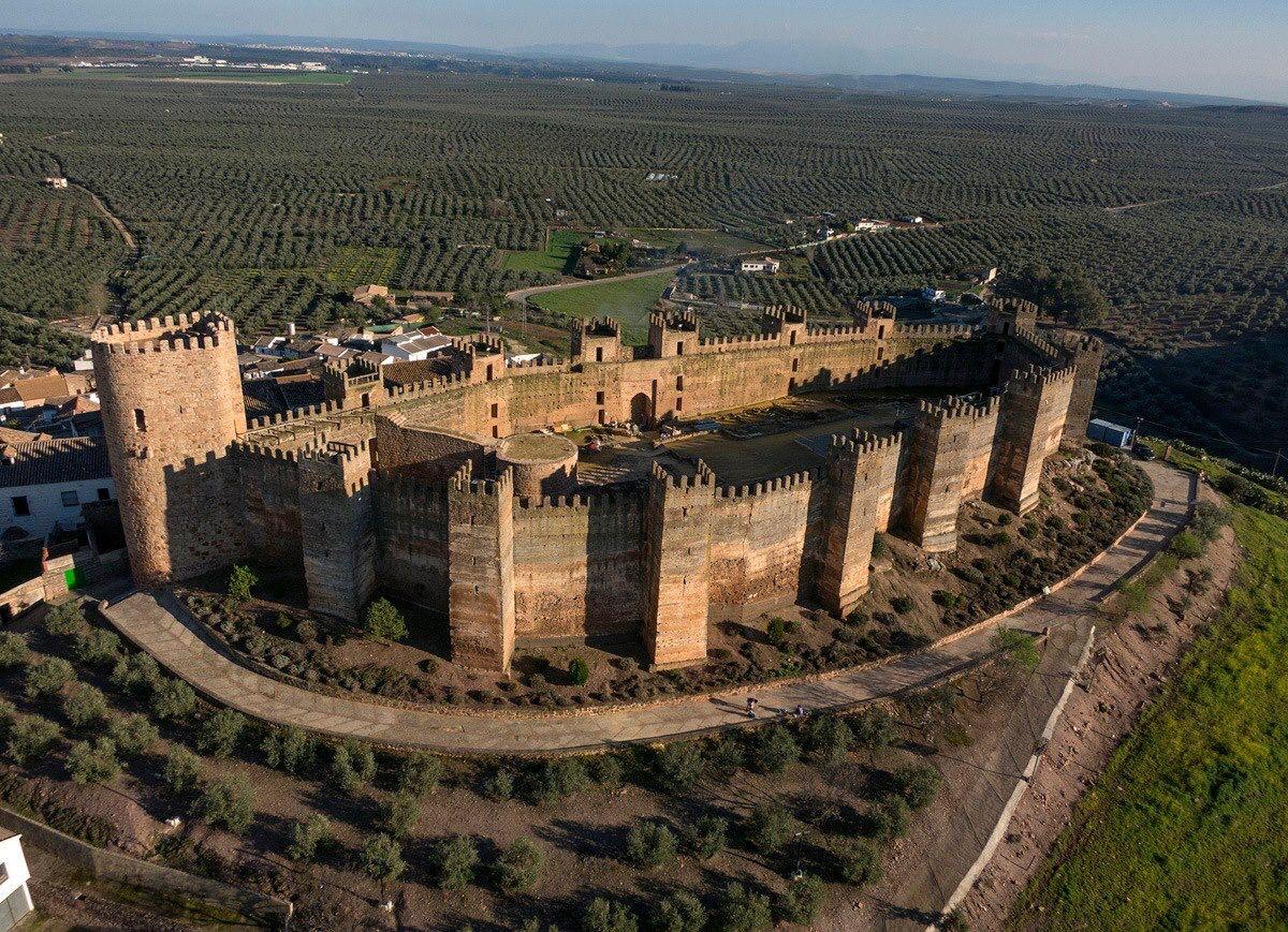 Castillo De Banos De Encina Castillos Jaen Espana Fotos De