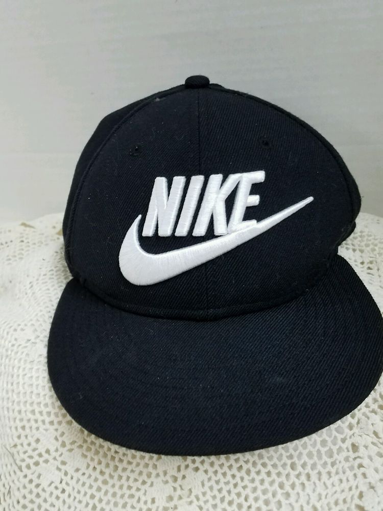 4c1701dfe89 Nike Futura True 2 Snapback Hat Adult Unisex 584169010 Black White Logo Cap   NIKE  BaseballCap