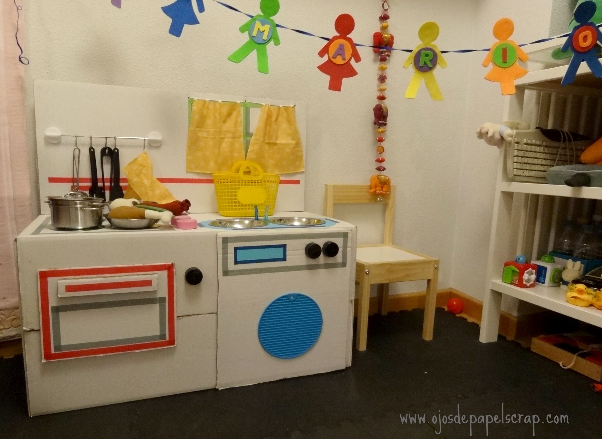 Cocina cart n ojos de papel trabajos ojos de papel for Cocina de carton