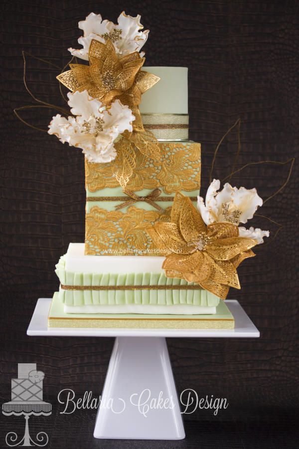 Gold lace wedding cake - Cake by Bellaria Cakes Design (Riany Clement)