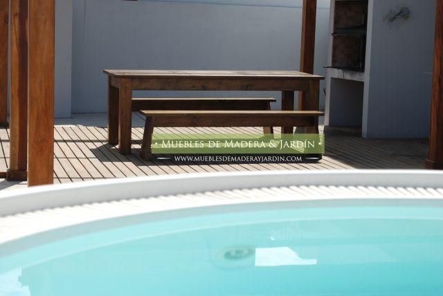 Mesa de madera de timbo con bancos para exterior