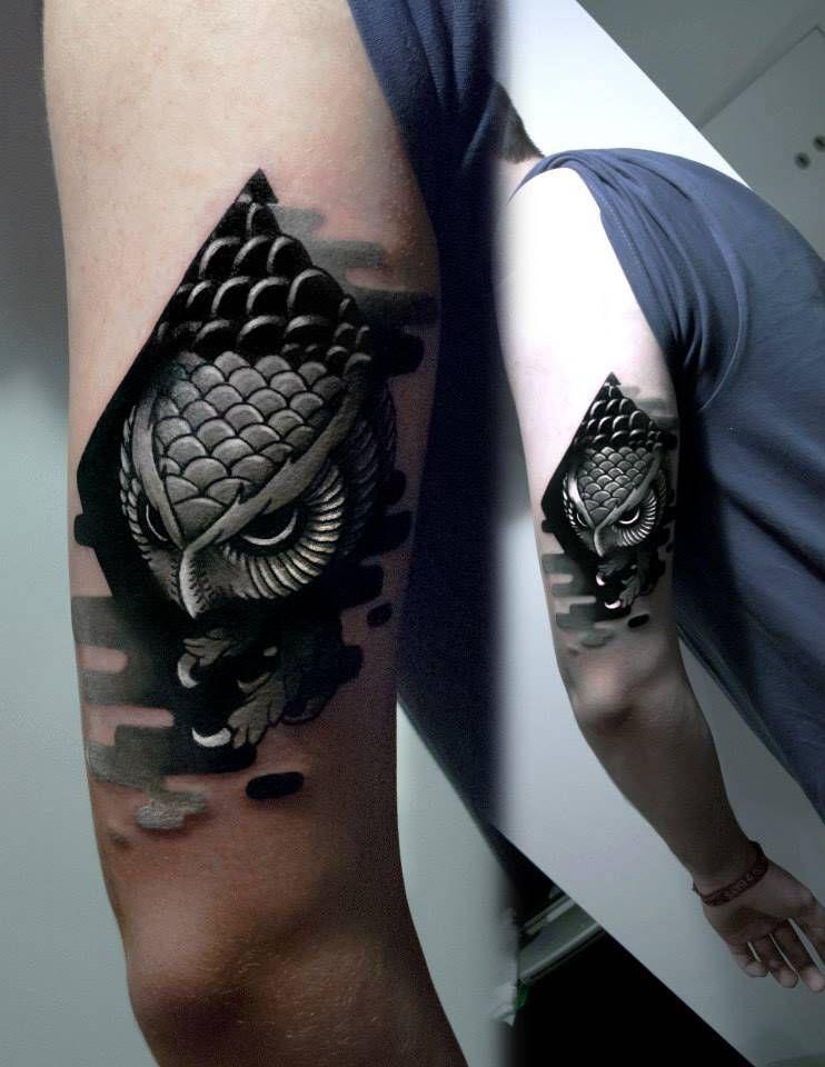 Tatuaje De Estilo Neotradicionalblackwork De Un Búho En El Brazo