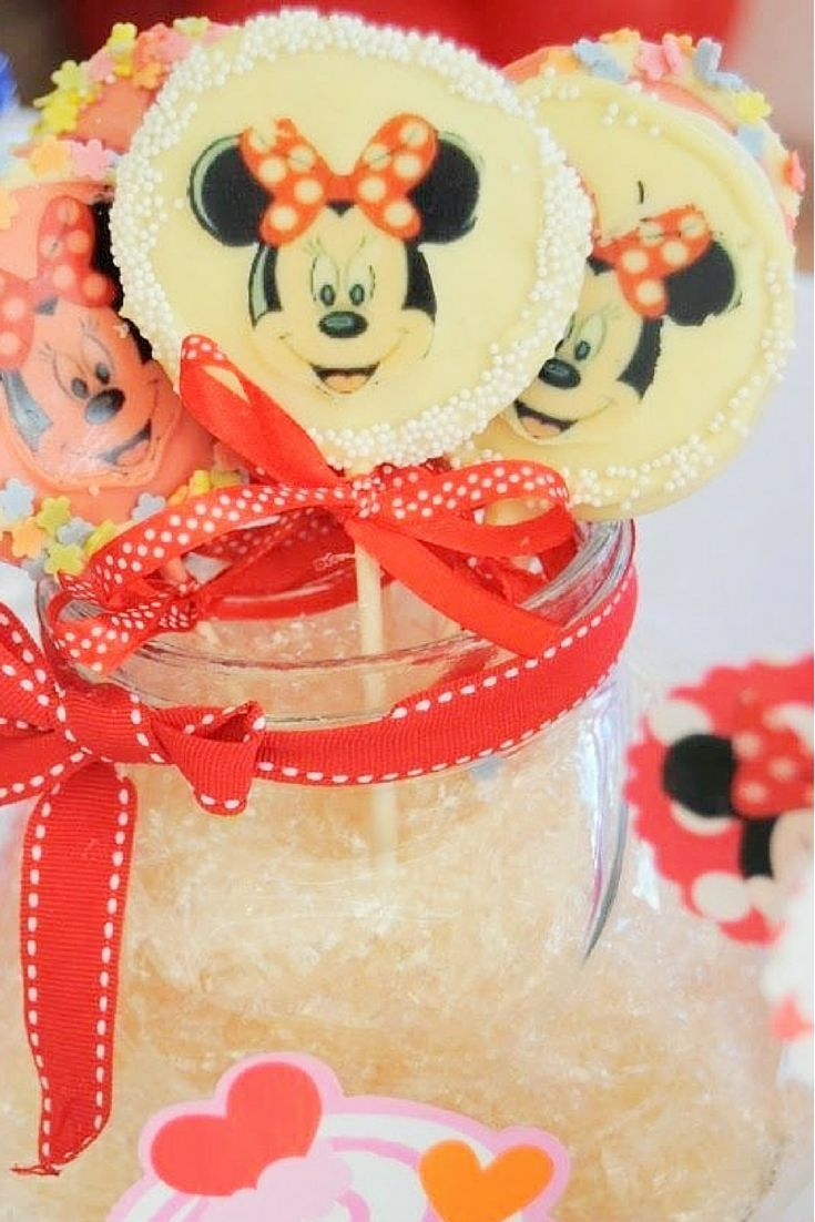 Minnie Mouse Cookie Pops made for a Minnie Mouse desert table. More Minnie Mouse Party ideas here! http://www.flavoursandfrosting.com/minnie-mouse-dessert-table/ (scheduled via http://www.tailwindapp.com?utm_source=pinterest&utm_medium=twpin&utm_content=post1469891&utm_campaign=scheduler_attribution)