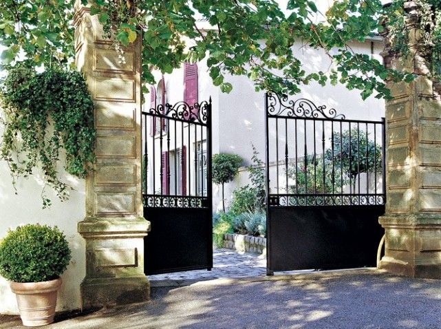 Un portail pour tous les styles portail acier et fer forg for Peinture pour portail en fer