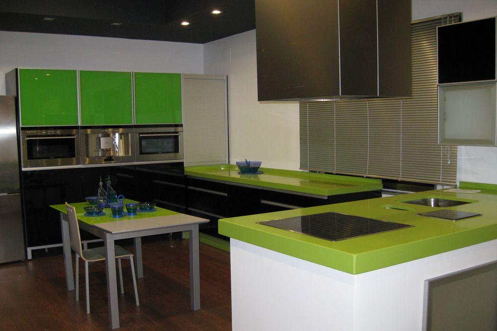 diseño de #cocinas Cocinas modernas en color negro en linea 3