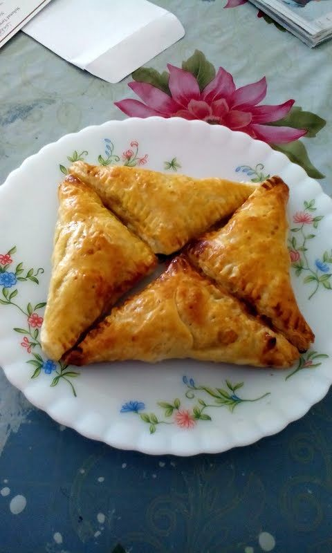 """Easy Apple Turnovers - """"Quite easy to make with only few ingredients needed."""" @allthecooks #recipe"""