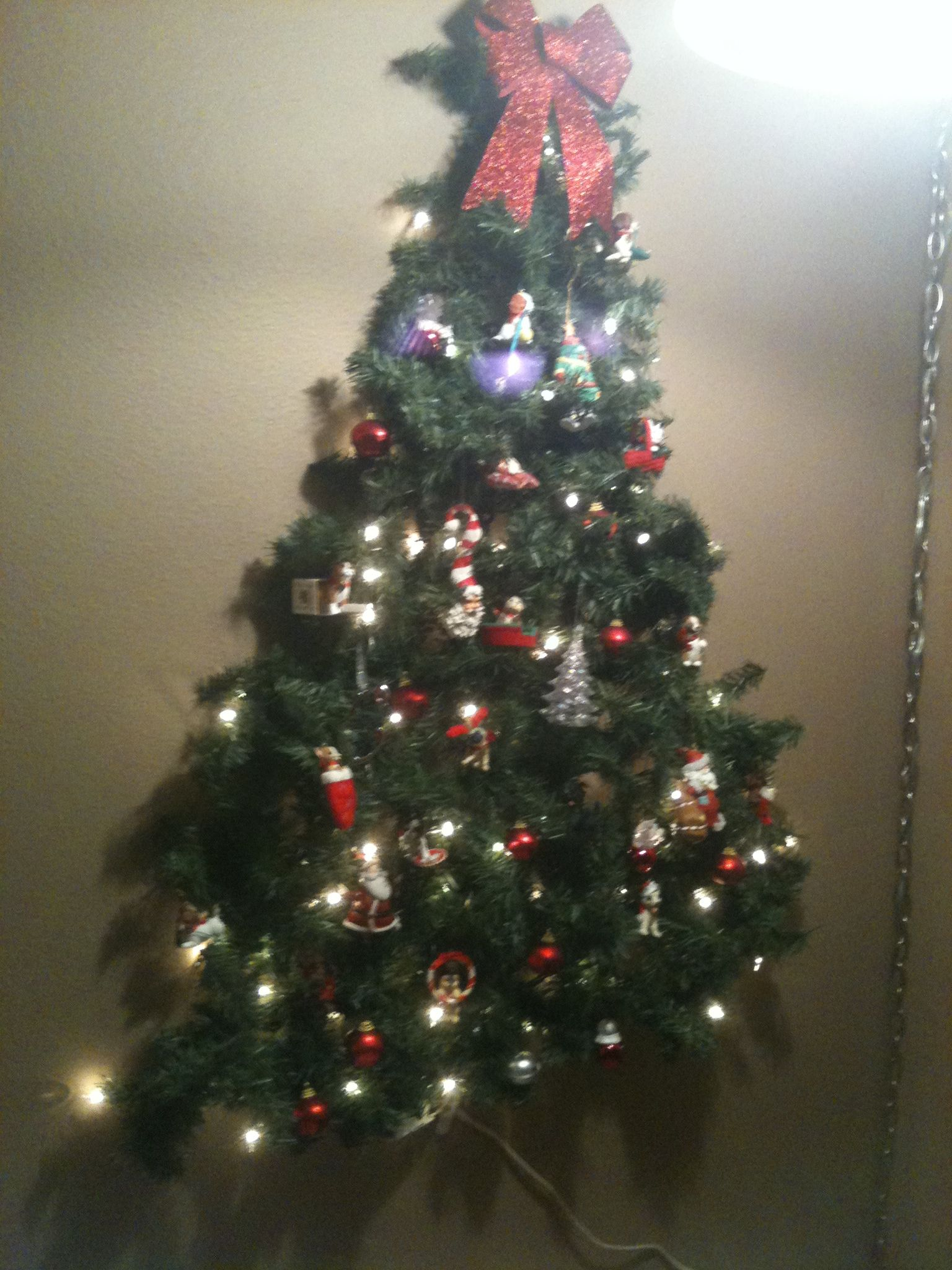 Kid Friendly Christmas Tree On The Wall Command Strip Hooks And Lighted Garland With Ornaments Diy Christmas Wall Wall Christmas Tree Christmas Tree