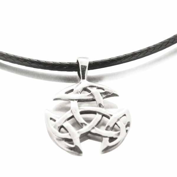 Collier en cuir et Noeud Celtique argent #celticknot #celticjewelry #celticcross #celtique #silverjewelry #necklace #necklaceformen