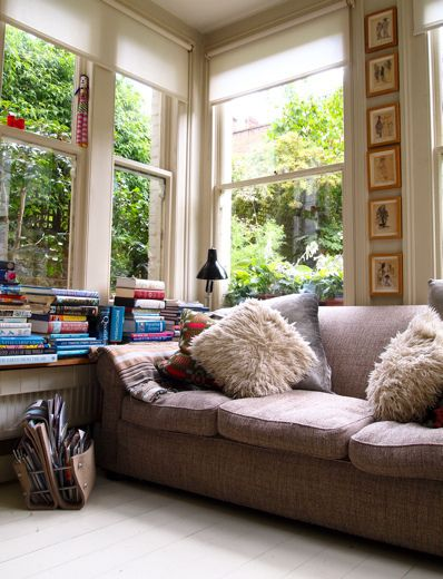 Books and  cozy place to read cosy room home living also best dream images rh pinterest
