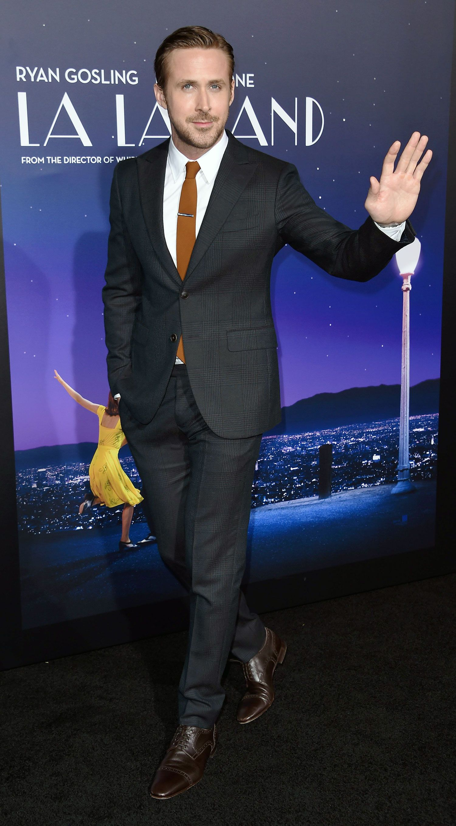 Ryan Gosling Shows You The Right Way To Wear A Suit This Winter Ryan Gosling Suit Ryan Gosling Ryan Gosling Style