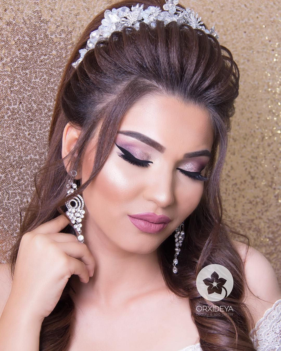 Aksaminiz Xeyir Olsun Sac Makiyaja By Me Feride Orxideya Orxideya Gozellikmerkezi Indian Bridal Hairstyles Hair Beauty Bridal Hair
