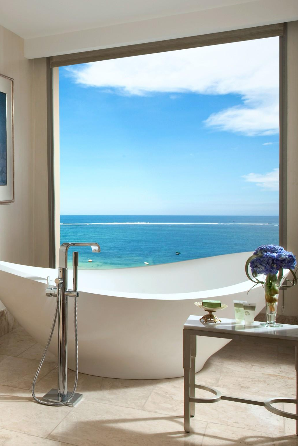 Royal Suite bathrooms come with deep soaking tubs with killer sea ...