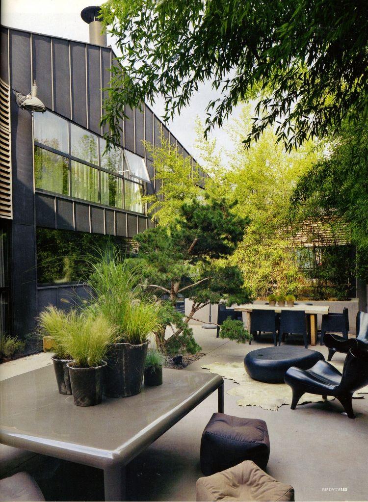 black exterior, pots + Lime green planting | PATIOS ~ GALERIAS ...