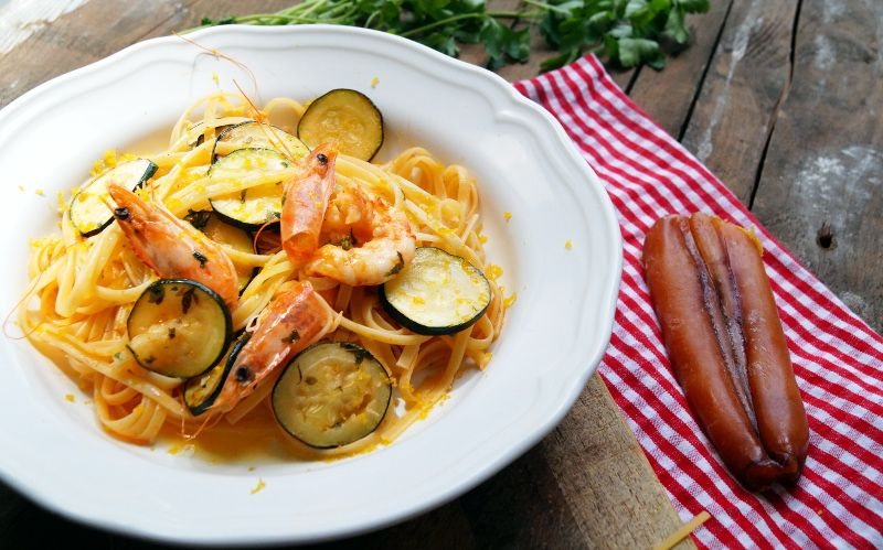 Bavette con gamberi zucchine e bottarga - cooking italy