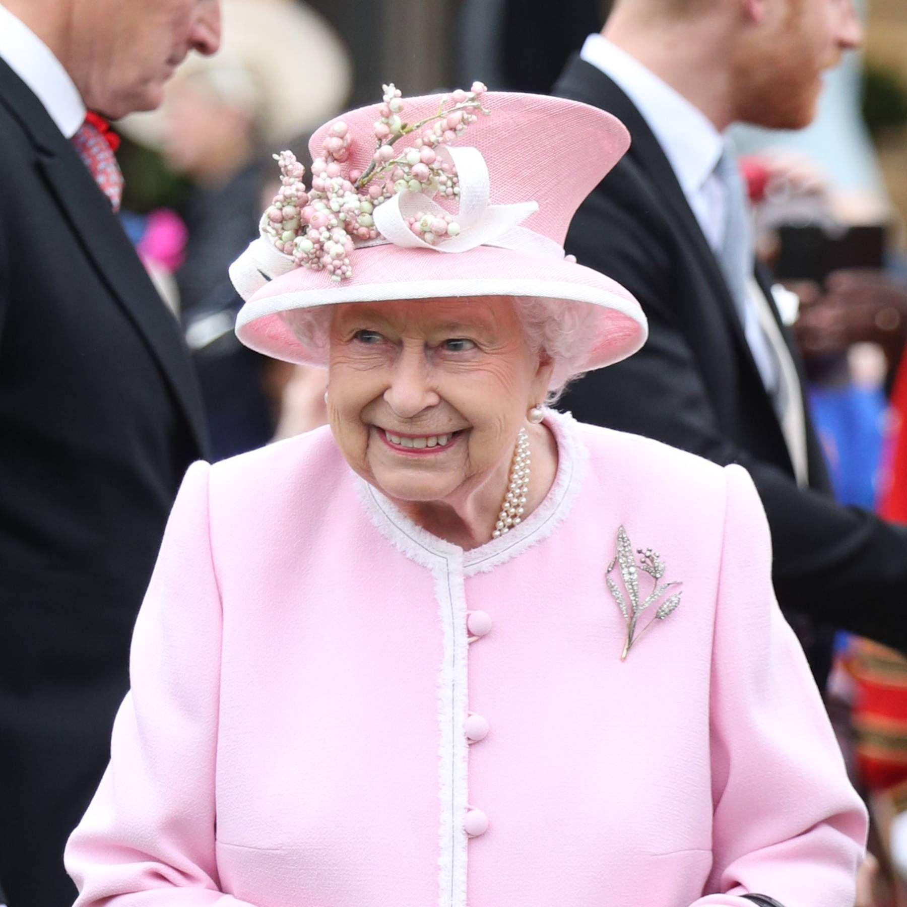 21791bd1cf6eef13c778c5f22e1613b7 - How To Get Invited To Queen S Garden Party