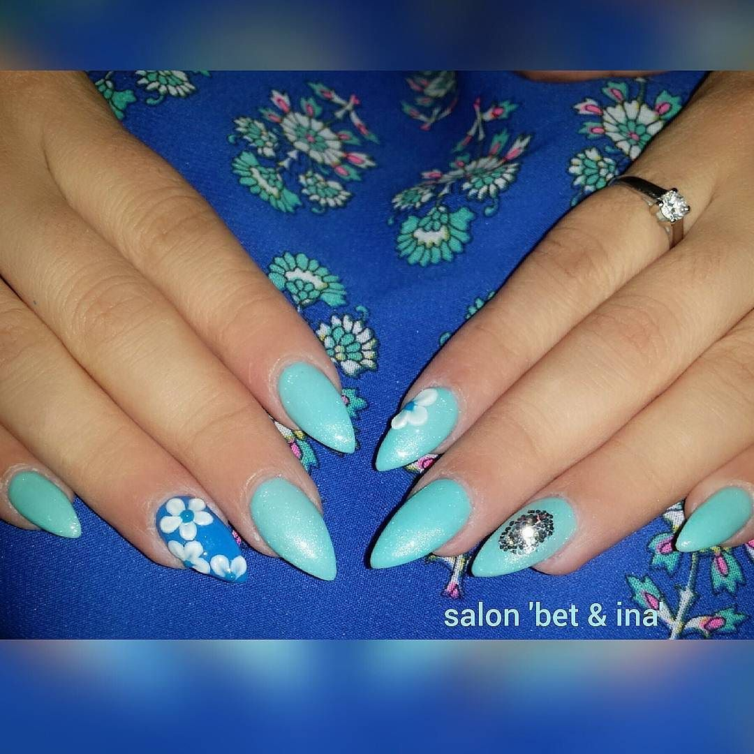 #sallonbetina#scra2ch#perfectnails#stilimthonjsh#nailsart#nailswag#artnethonj#albania#acrylicflowers#paintedflowers#onestrokenailart#nailsoftheday#nailsdesign#nailsartist by salon_bet_ina