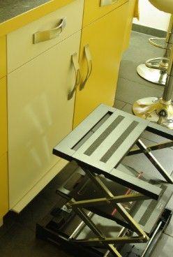 Einbauküche in warmen Tönen - Schneller Zugriff auf alle Schränke