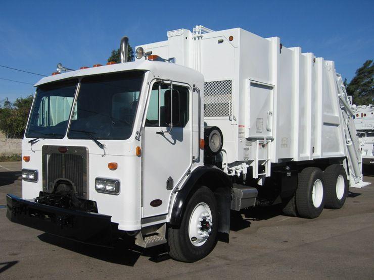 Pin Em Rear Loader Garbage Trucks For Sale