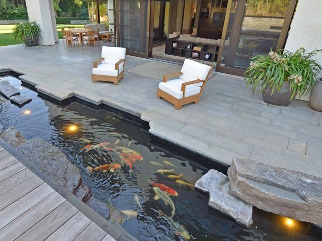 Stone Built Patio/Deck with Aquarium Underneath Tuindecoratie