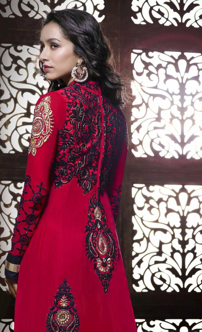 Shraddha Kapoor looks very beautiful in maroon long ...
