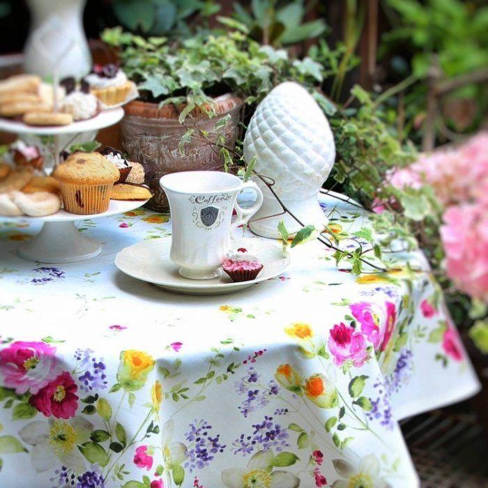 Nappe De Table 17 Idees Pour Requinquer La Table De Jardin Nappe De Table Nappe Table De Jardin