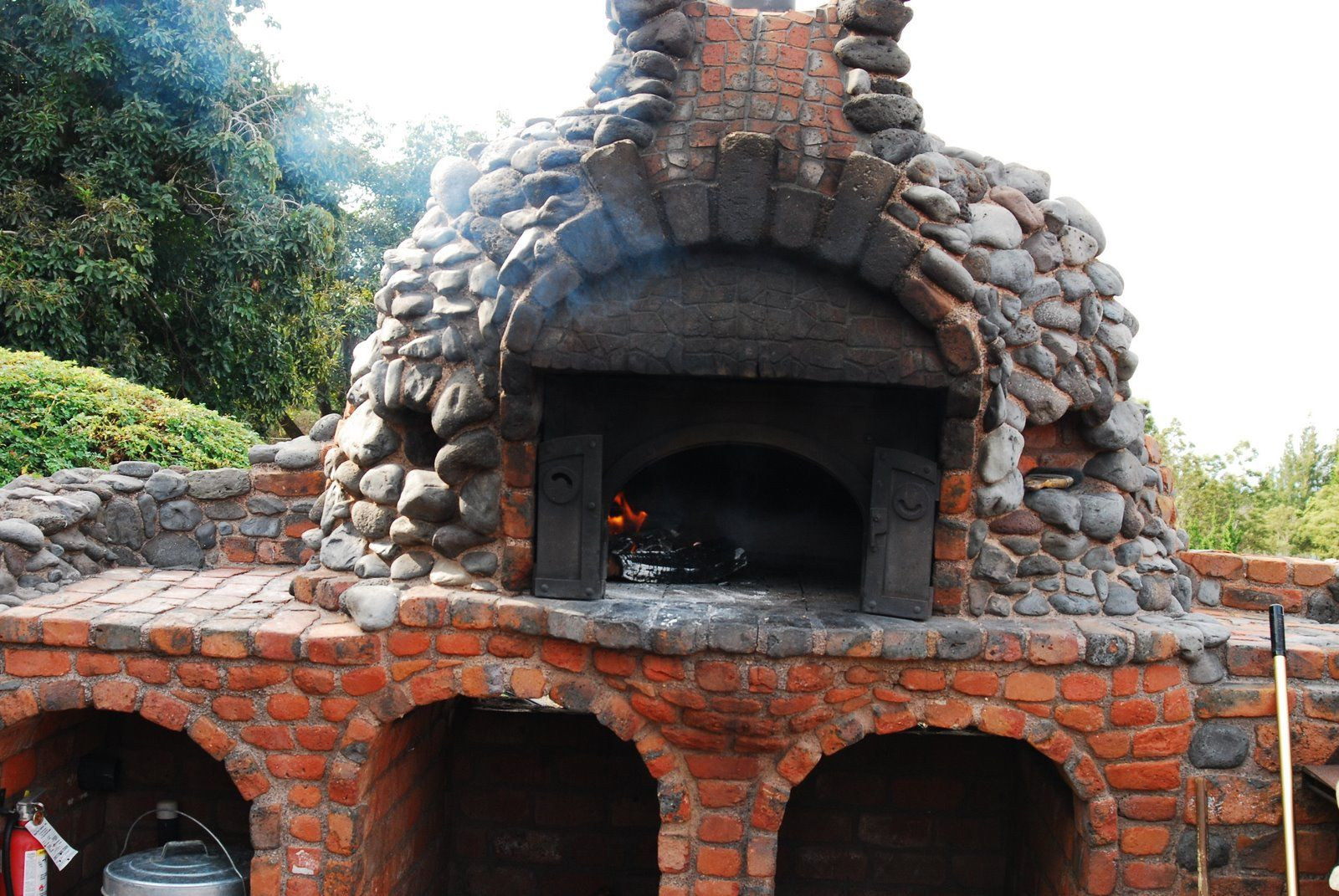 What An Amazing Outdoor Pizza Oven Made Out Of River Rock And Red Brick Kula Lodge Maui