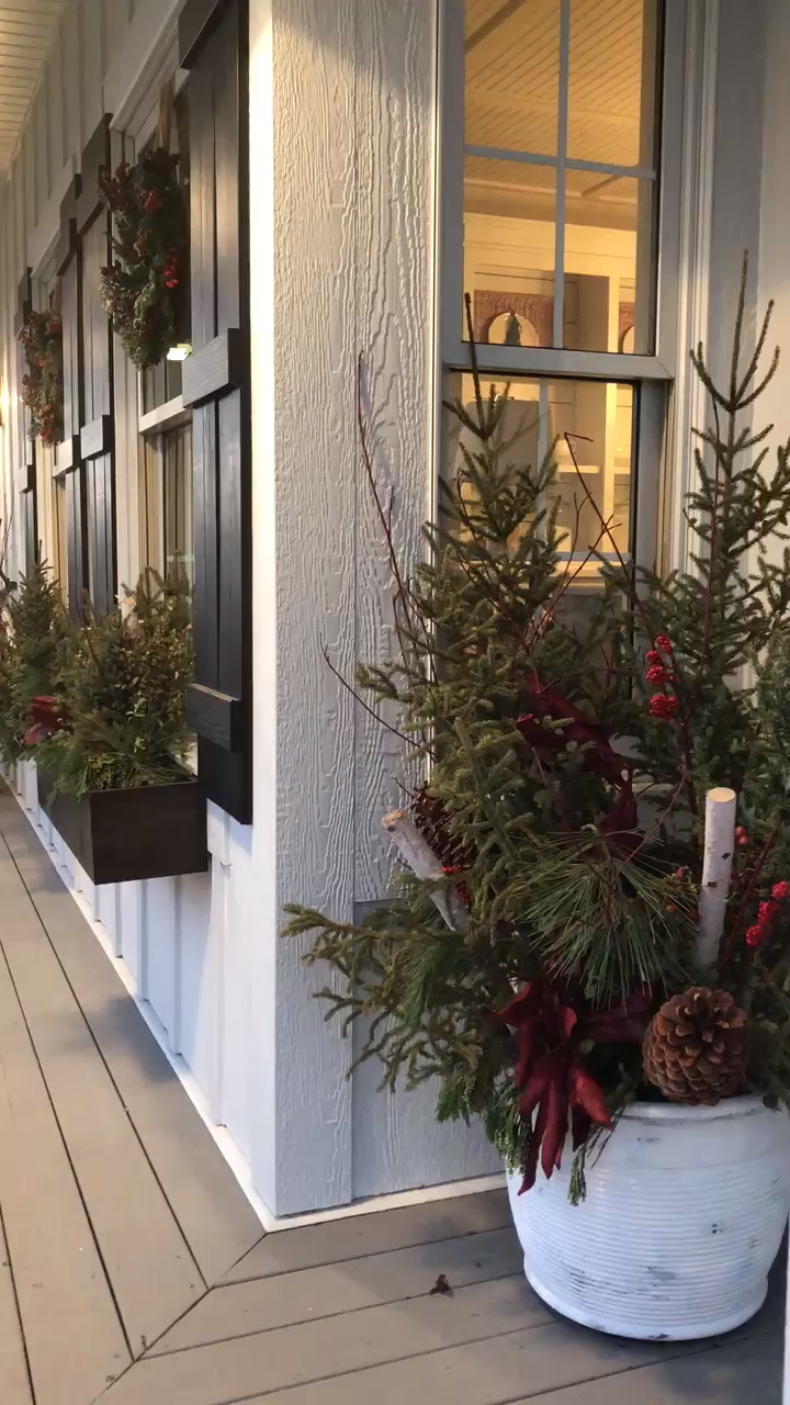 How to Decorate Your Front Porch for Christmas -   17 xmas decorations interior design ideas